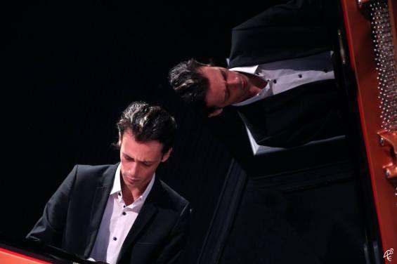 Rafael Pradal présente un spectacle de piano flamenco. Sud Flamenco Productions, structure basée à Toulouse (France), gère la diffusion de son récital, ainsi que celui de Melchor Campos, chant flamenco.